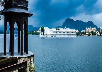 Golden-Triangle-With-Lake-City-Udaipur